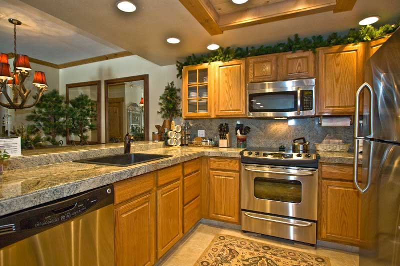 Kitchen oak cabinets for kitchen renovation kitchen for Kitchen pictures with oak cabinets